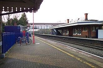 Tilehurst railway station - Station buildings and footbridge