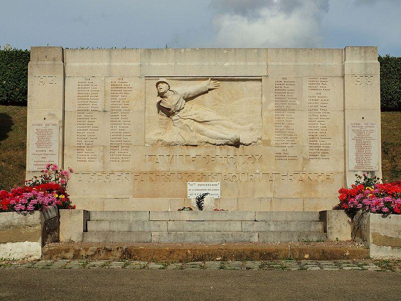 Un des monuments aux morts de Toucy (Yonne, France)