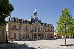 Town hall of Maisons-Alfort, May 2011.jpg
