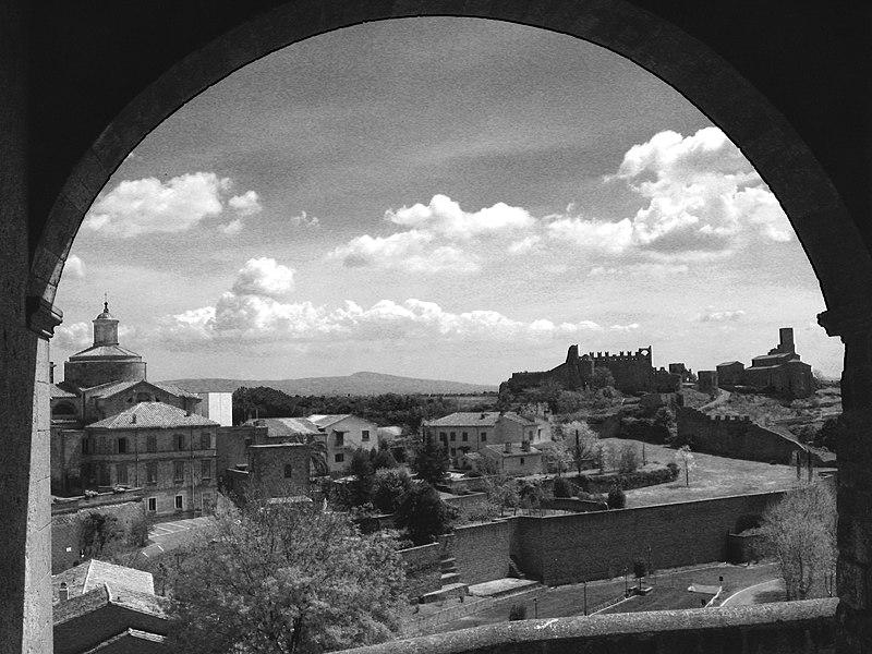 File:Tuscania.jpg