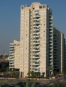 Typical residential tower in Giv'at Shmuel.JPG