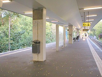 U6 (Berlin U-Bahn) - The embankment station at Scharnweberstraße