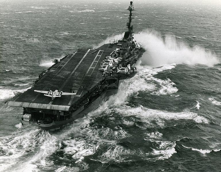File:USS Essex (CV-9) - January 1960.jpg