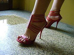 Sandalias de tacón mujeres. Los zapatos ... f106093bc073