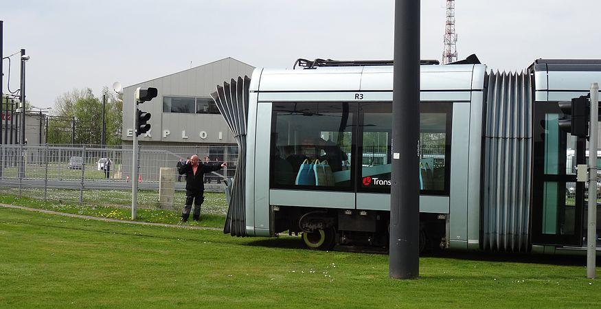 Valenciennes & Anzin - Déraillement de la rame de tramway n° 17 à la sortie du dépôt de Saint-Waast le 11 avril 2014 (112).JPG