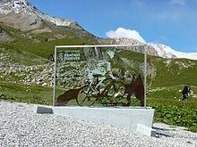 La stele dedicata a Pantani sul Col du Galibier