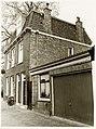 Vanaf rechts een bijgebouw van Geest 48, Geest 52 en Geest 54. - RAA011001318 - RAA Elsinga.jpg