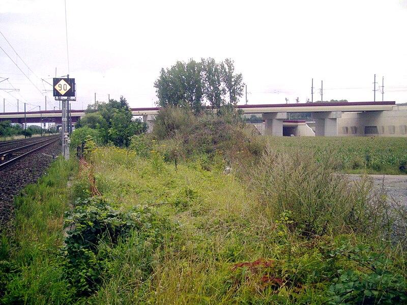 Viaduc de Vandières à l'emplacement de la future gare d'interconnexion entre la LGV est et la ligne Nancy-Metz. Photographie depuis la ligne Nancy-Metz.