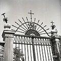Vhod na pokopališče (umrl bosh), Slap pri Vipavi 1958.jpg