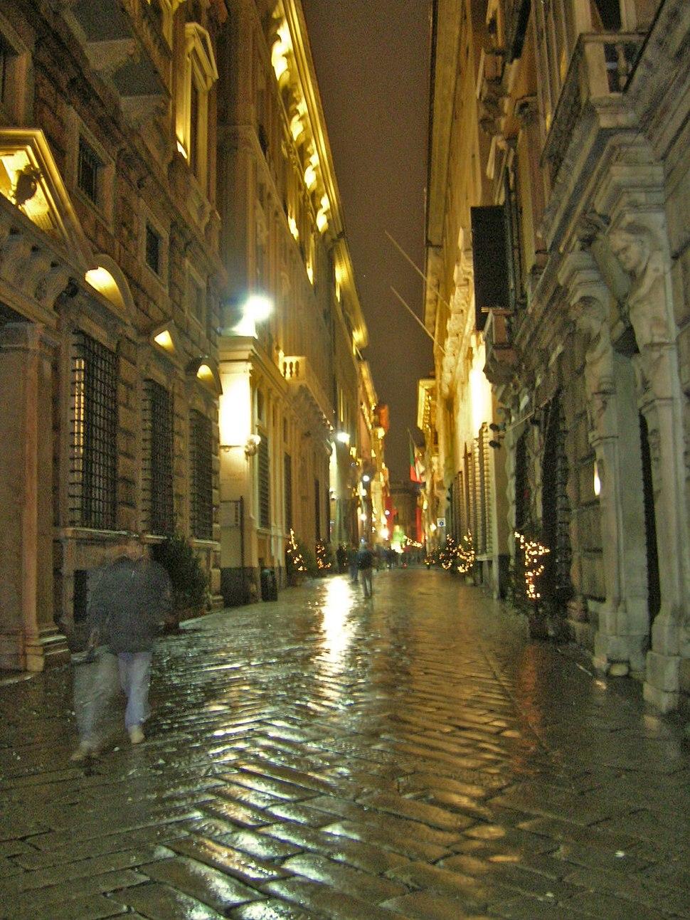 Via Garibaldi di notte (Genova)