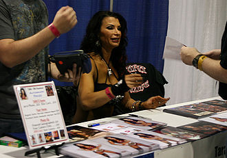 Lisa Marie Varon - Varon signing autographs at the Chicago Comic Con in August 2009