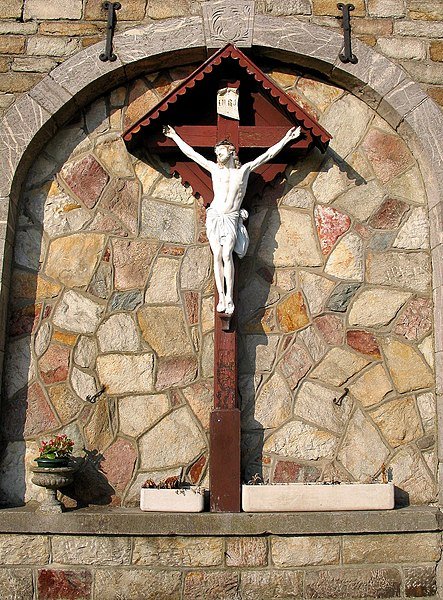 Vielsalm (Belgique) - Crucifixe the Place Paulin Moxhet.