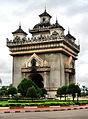 Vientiane Independence Monument (1490035975).jpg