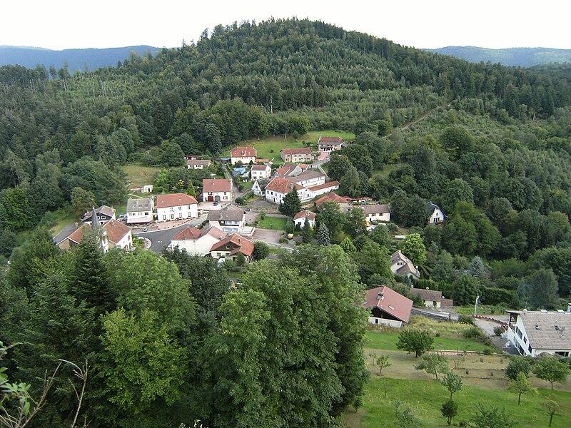 Village de Pierre-Percée vu depuis le château