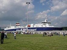 """Передние и тыловые секции фюзеляжа грузились горизонтальным способом на судно, принадлежащее Airbus  """"Ville de..."""
