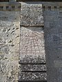 Villonslesbuissons eglise cadransolaire.jpg