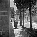 Vrouwen in een straatje, Bestanddeelnr 255-0438.jpg