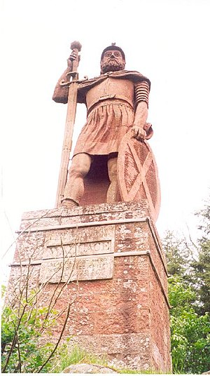 Dryburgh - A statue of William Wallace stands north of Dryburgh, in the grounds of Bemersyde House