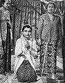 Wedding scene in Rajuan Alam, Aneka Amerika 102 (1957), p7.jpg