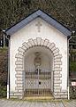 Wegkapelle und Wegkreuz Eischen Grand-Rue 01.jpg