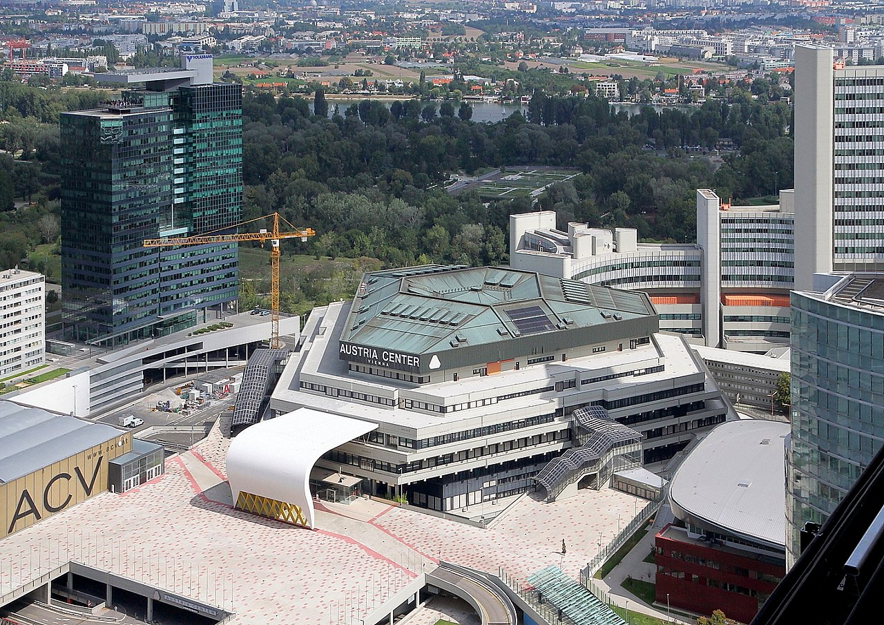 1280px-Wien_-_Austria_Center.JPG