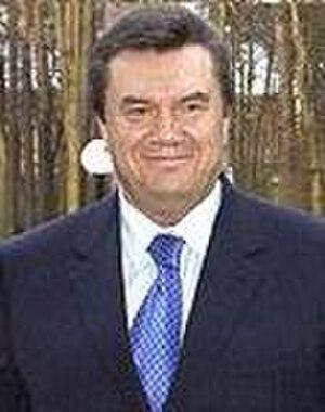 Orange Revolution - Viktor Yanukovych, Yushchenko's antagonist