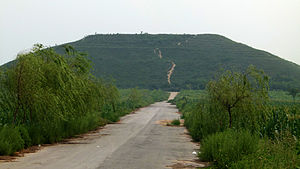 Emperor Ai of Han - Yiling (義陵), the tomb of Emperor Ai, in Xianyang, Shaanxi