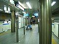 Yokohama-municipal-subway-B15-Bandobashi-station-platform.jpg