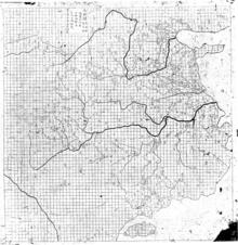 Imagen invertida de una piedra frotando, que comprende un mapa del este de China, completo con ríos detallados.  El área del mapa cubierta por tierra presenta un patrón de cuadrícula casi perfecto, que debido a que no se superpone con ningún texto, es claramente el trabajo del cartógrafo original.