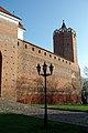 Zamek w Łęczycy- widok na zrekonstruowaną wieżę, mury i fragment Domu Nowego..JPG