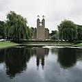 Zicht op de westgevel met omgeving - Amstelveen - 20419989 - RCE.jpg