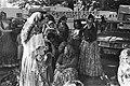 Zigeuners demonstreren voor gebouw Vereniging van Nederlandse Gemeenten in Den H, Bestanddeelnr 929-3534.jpg