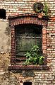Świnino --Zespół pałacowy. Okno w budynku gospodarczym. (zetem).jpg