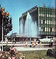 Бельцы. Универмаг и городской фонтан, 1980-е (46277596265).jpg