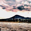 Річка Сірет та гора Стіжок.jpg