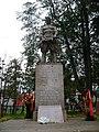 У основания памятника на братской могиле у платформы станции Крюково.jpg