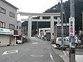 吉野神宮一の鳥居 Shrine gate of Yoshino-jingu 2010.2.22 - panoramio.jpg
