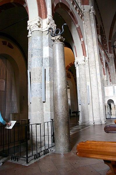 File:0115 - Milano - Sant'Ambrogio - Navata centrale - Colonna sin serpente - Foto Giovanni Dall'Orto 25-Apr-2007.jpg