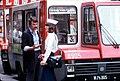 073L23090980 Citybus Linie 3S Typ SC 8905, Fahrer diskutiert mit Politesse.jpg