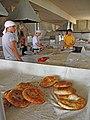 098 Eski Juva Bozori, mercat de Chorsu (Taixkent), forn de pa.jpg