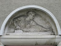 1100 Laxenburger Straße 203-217 Stg. 11 - Natursteinrelief Büglerin von Anton Endstorfer IMG 7469.jpg