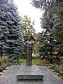 18-101-0311 Пам'ятний знак на честь медичних працівників лікарні, які загинули в роки ВВВ.jpg