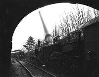 هدية لمنتدانا مدفعية السكك الحديدية 200px-18inchRailwayHowitzerBocheBusterWWII