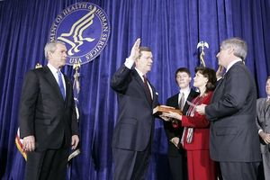 President Thanks HHS Secretary Leavitt at Swea...