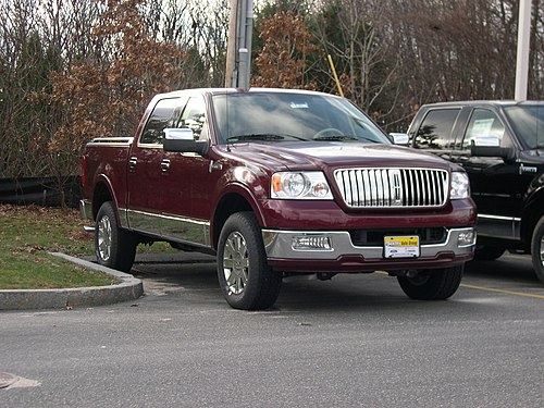 2005 Lincoln Mark LT.JPG