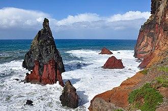 Caniçal - Islets in rough seas on the north coast of Ponta de São Lourençao