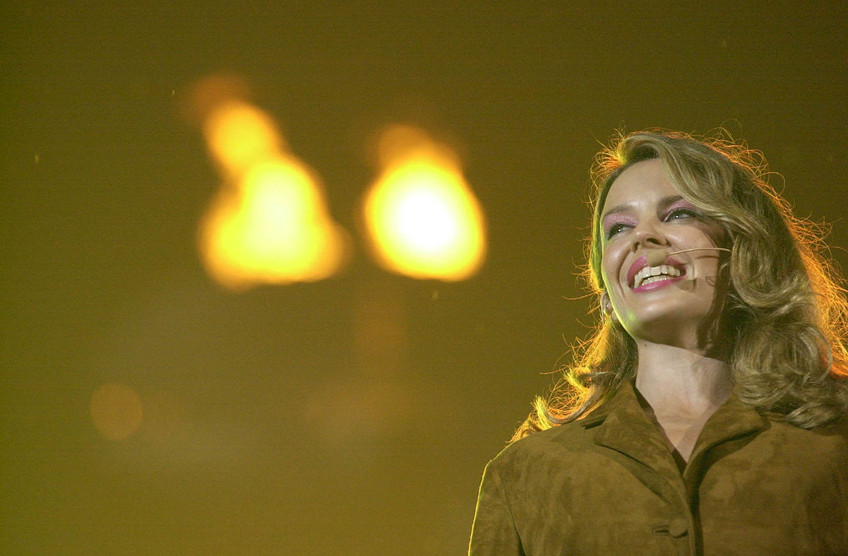 Kylie Minogue 2000 List of UK top 10 sing...