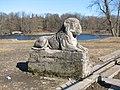 2012-04-15 Гатчина. Один из львов на Террасе-пристани в Дворцовом парке.jpg