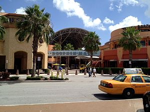 Dolphin Mall - Image: 2013 0811 Dolphin Mall