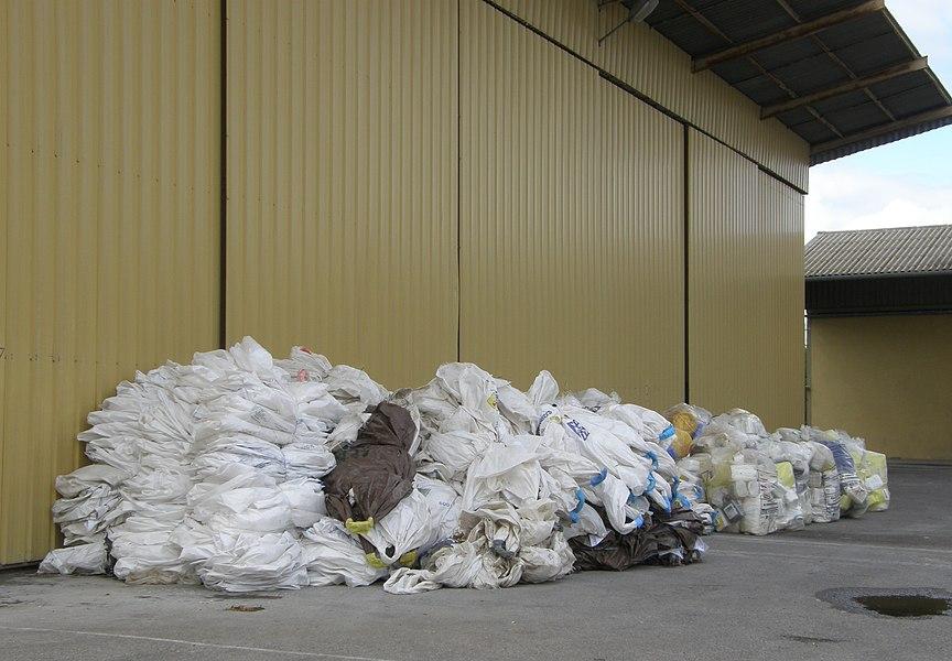 Silos de Damvillers (Meuse, France). Opération de collecte de plastiques agricoles, mai 2014.